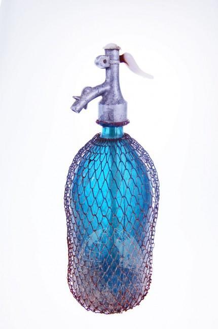 Blauwe antieke lege spuma fles